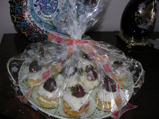 Muffinler, yaş pastalar, kekler, sahra