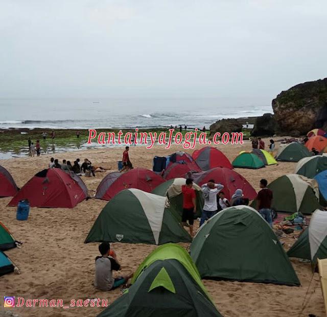 tempat camping di pantai