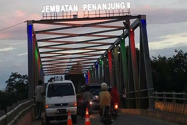 Jembatan Penanjung II Proses Pemasangan Lampu Hias