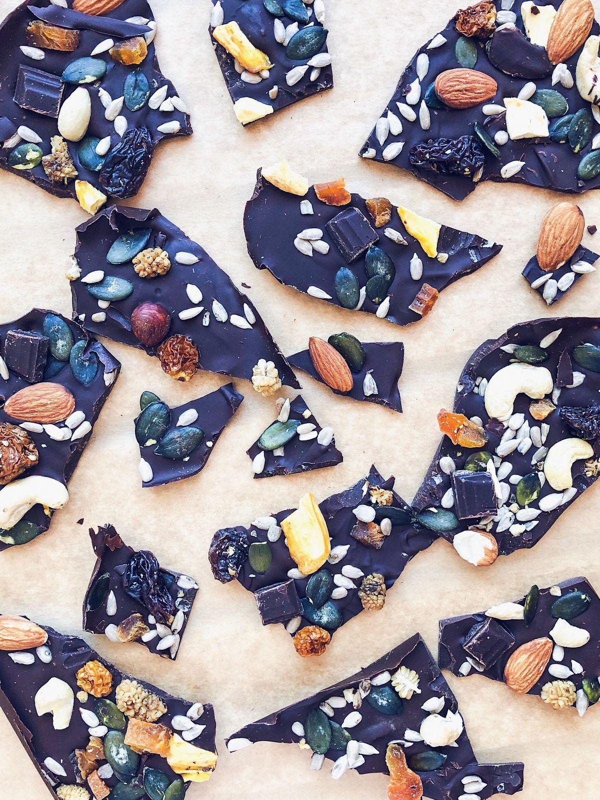 Chocolate bark, czyli domowa czekolada z bakaliami.