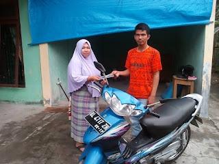 Lembaga Peduli Dhuafa Serahkan Kendaraan Roda 2 Untuk Modal Usaha Ibu Maryana