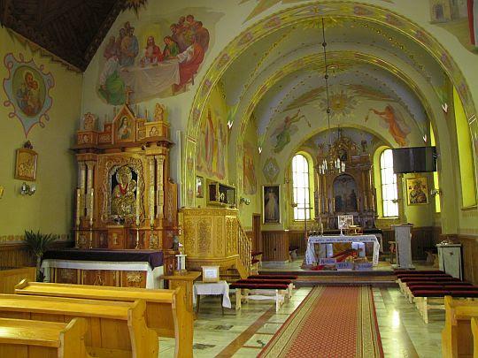 Wnętrze kościoła pw. Przemienienia Pańskiego w Maruszynie.