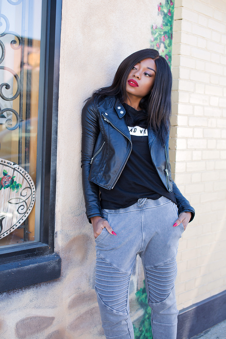 Sweatpants and leather jacket, www.jadore-fashion.com