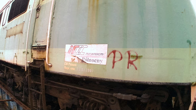 W 2011 roku Przewozy Regionalne kupiły od PKP Intercity sześć lokomotyw za prawie milion złotych każda. Od tego czasu stoją one w Toruniu, oczekując na naprawę, ale przewoźnik już ich nie potrzebuje.
