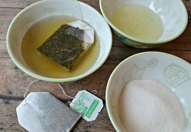 Cách trị sạch mụn đơn giản với trà xanh