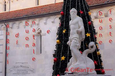 auguri_natale_2018_il_gigante_duomo_carrara_foto_paolo_maggiani.jpg