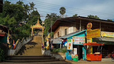Wat Chomkao Manilat in Huay Xai