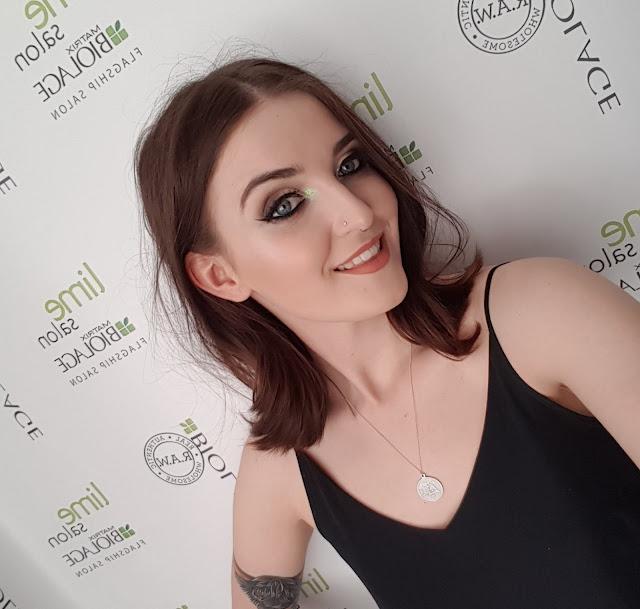 Lime salon selfie
