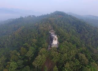 Rumah Doa Bukit Rhema, Wisata Romantis Tersembunyi Dalam Hutan Belantara