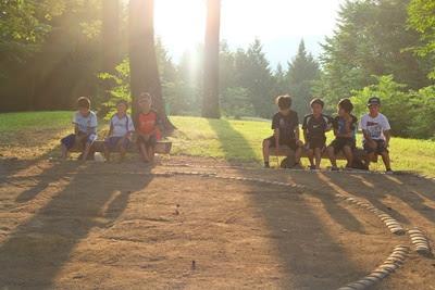 高津屋森林公園の土俵 土俵に朝日がさす