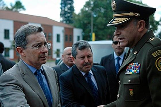 Per colombiano general naranjo contratado como asesor de for Ministerio del interior peru