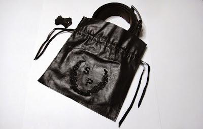 Кожаный мешочек с монограммой - персональный подарок мужчине