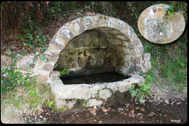 Fontaine en pierre 1935 dans le Massif d'Esterel