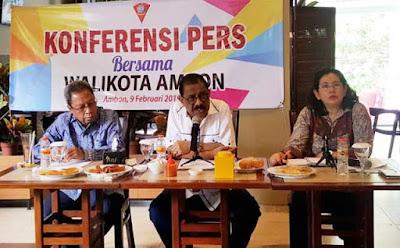Ambon, Malukupost.com - Data Dinas Kesehatan (Dinkes) Kota Ambon, Maluku menyebutkan sebanyak tujuh orang ibu hamil positif mengidap penyakit HIV/AIDS.    Dari 5.700 orang ibu hamil tujuh diantaranya terindikasi mengidap penyakit HIV/AIDS berdasarkan hasil pelacakan yang dilakukan sejak tahun 2015 hingga 2018, kata Wali Kota Ambon, Richard Louhenapessy, di Ambon, Minggu (10/2).