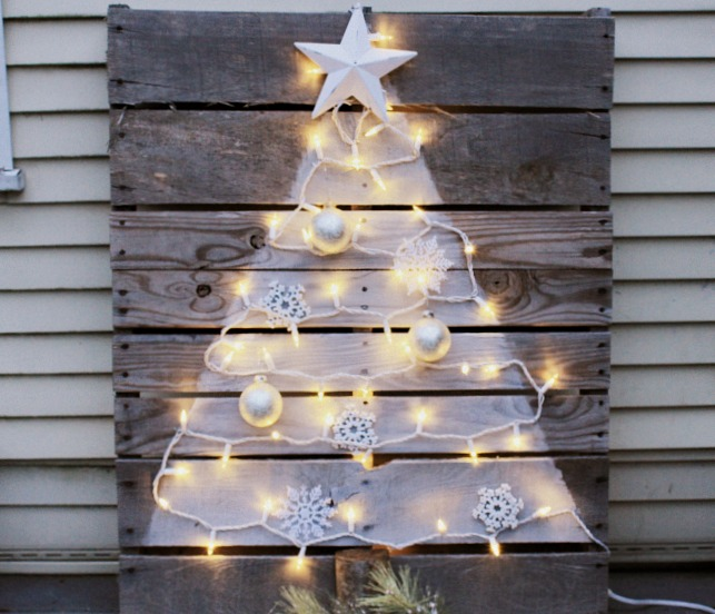 Wood Pallet Christmas Tree.Diy Pallet Christmas Tree With Mini Lights Crafts A La Mode