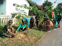 Penanaman Pohon di jalan Desa Purwosari