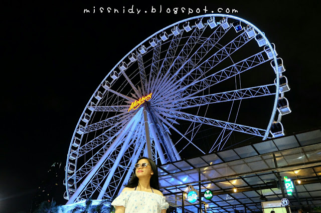 ferris wheel at asiatique the riverfront bangkok