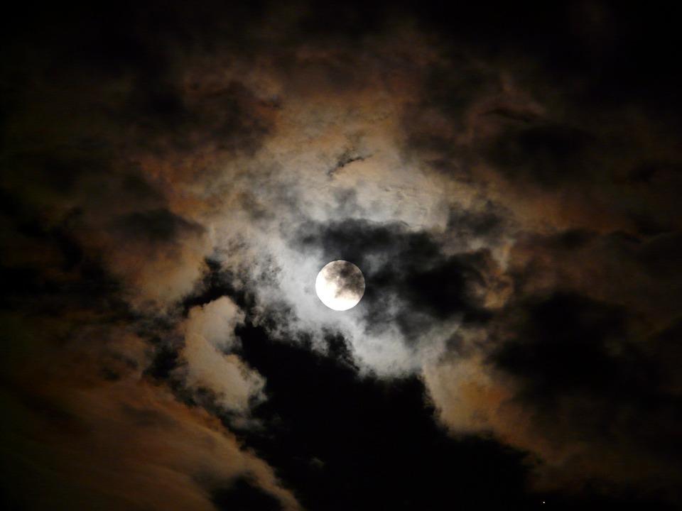 Alguém Te Espera na Noite