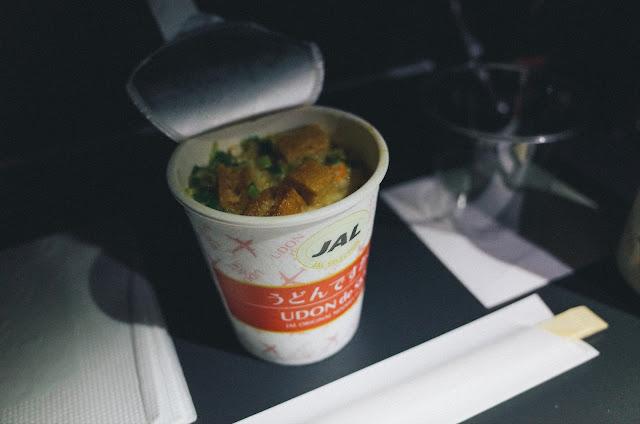 機内食2(間食) うどんですかい(UDON de SKY)