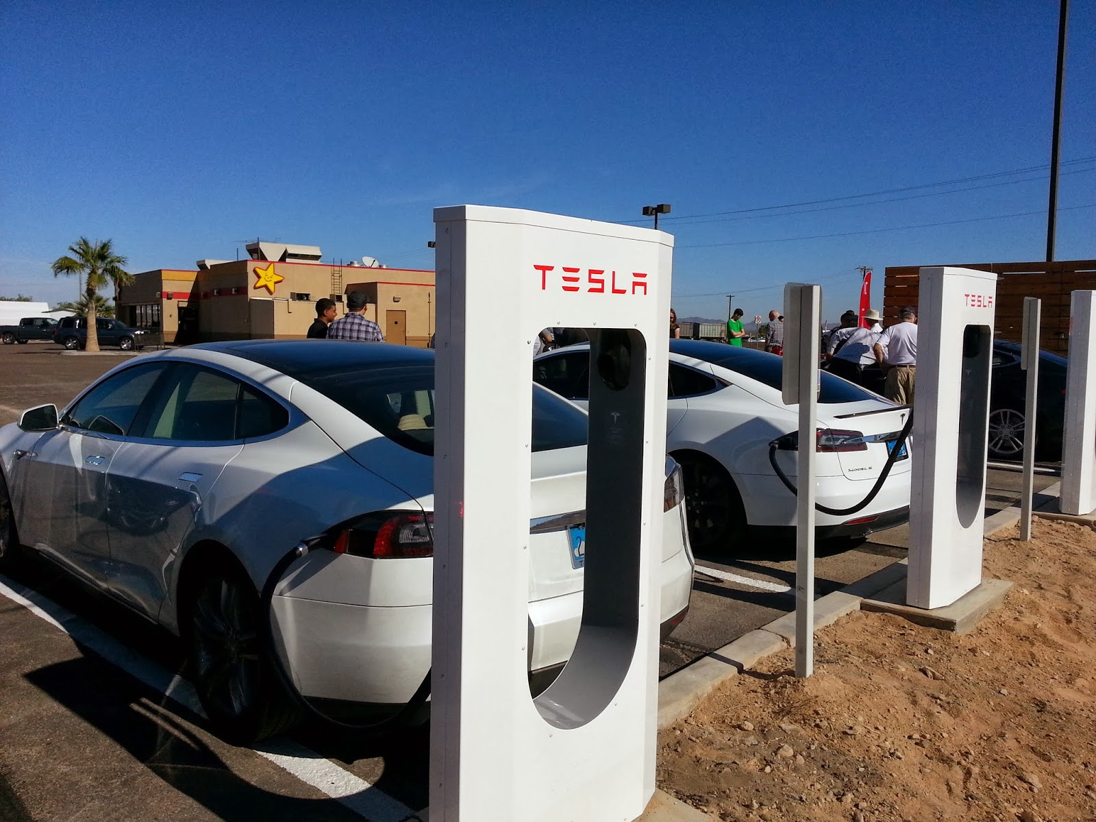 Superchargers Are Designed For City To Travel Allowing Tesla Model S Electric Vehicle Drivers About Three Hours Take A 20 30 Minute