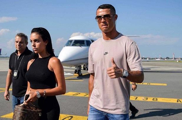 Vidéo: Cristiano Ronaldo est arrivé à Turin plus tôt que prévu