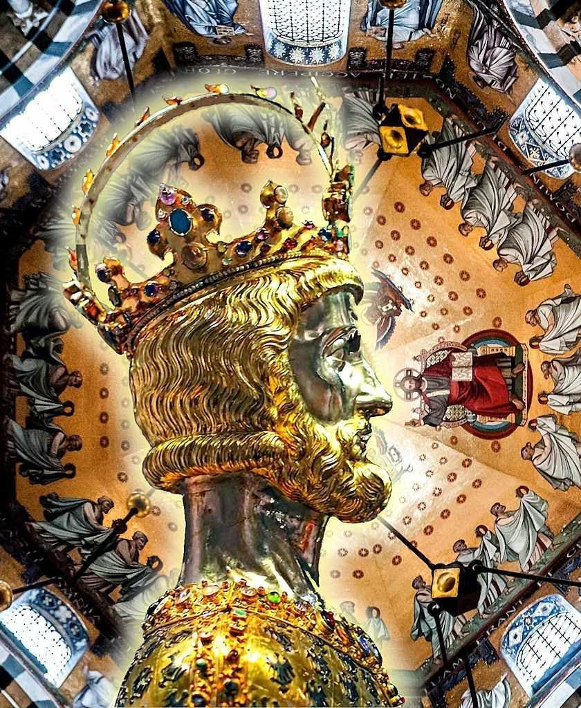 Carlos Magno: busto relicário. Fundo: cúpula da catedral de Aachen