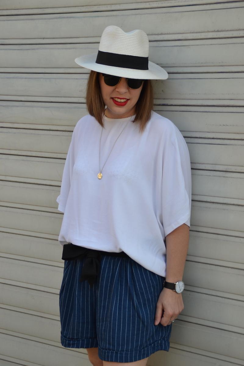 panama , blouse blanche H&M, short en coton rayé H&M