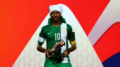 Kelechi Nwakali holding the FIFA bronze boot award