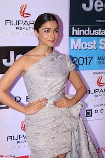 Red Carpet of Most Stylish Awards 2017 ~ Alia Bhatt (2).JPG