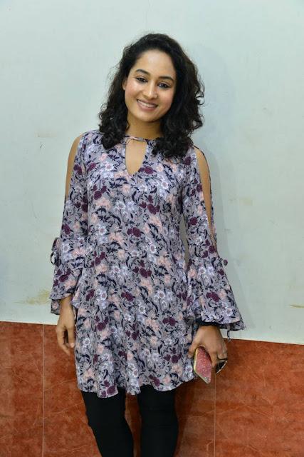 Pooja Inthalo Ennni Vinthalo Movie Theatre Coverage Stills