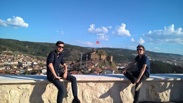 Harun İstenci Halid Özin ile birlikte Kastamonu'da Seyrangah Tepesinde