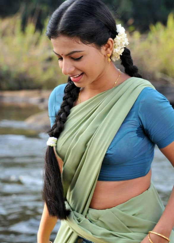 Aishwarya Menon Hot Photos Actress Navel Photo Pics