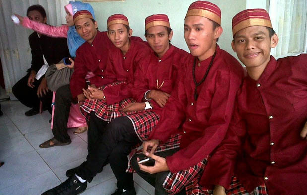 Gambar Pakaian Adat Sulawesi Selatan Laki-laki