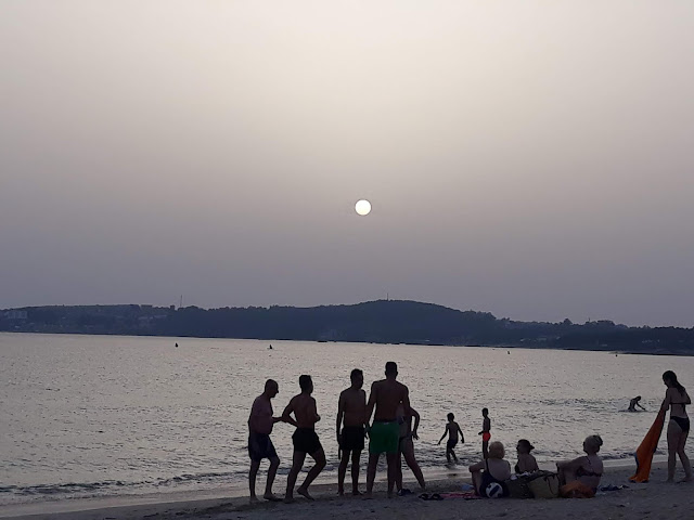 apurando la playa hasta la puesta de sol