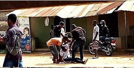 Man Slumps After Hot Slaps From Policeman In Lagos
