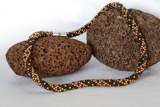 sznur na 5 koralików w rzędzie toho 8/0 preciosa brąz gold matte naszyjnik