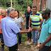 SIMÕES FILHO: Visitando as comunidades, prefeito Dinha dá assistência as famílias vitimas da chuva
