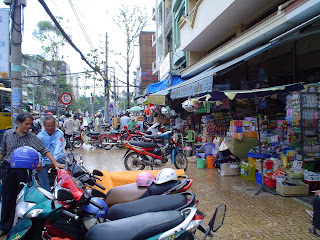 Parking de motos en el Mercado Ben Thanh. Ho Chi Minh. Vietnam