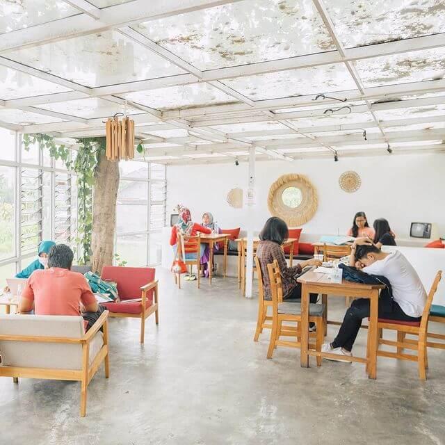 Area Indoor Warung Layar Sentuh - foto instagram warunglayarsentuhjogja