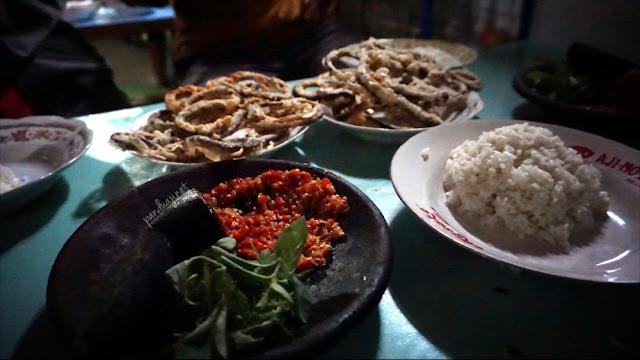 Nasi belut di warung mak rumi
