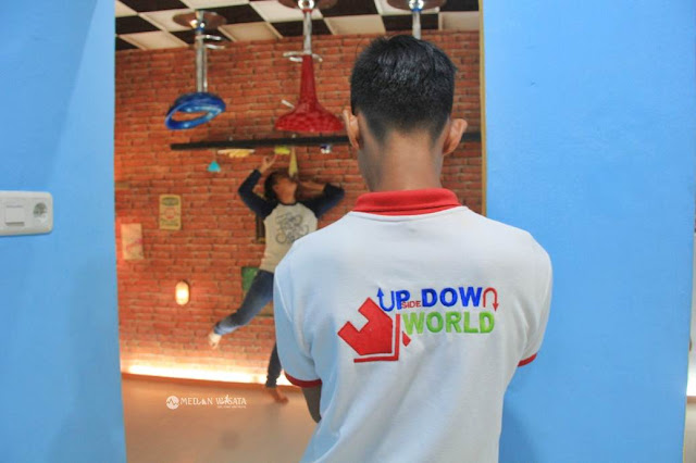 Upside Down World : Tempat Foto Unik di Medan