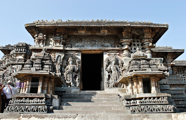 The south entrance of the Hoysaleshwara temple