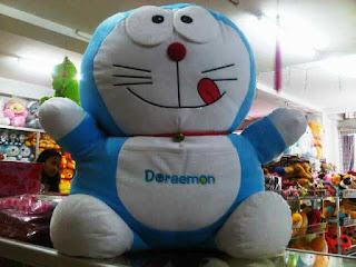 Gambar boneka doraemon jumbo