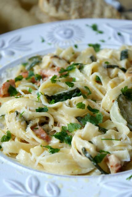 pappadrelle,makaron w smietanie z cukinia i łososiem,cucina italiana,pappadrelle con panna e salmone,kuchnia wloska,
