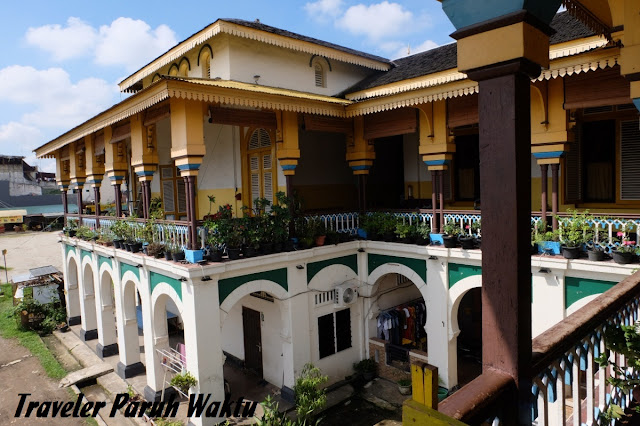 sisi depan istana maimun