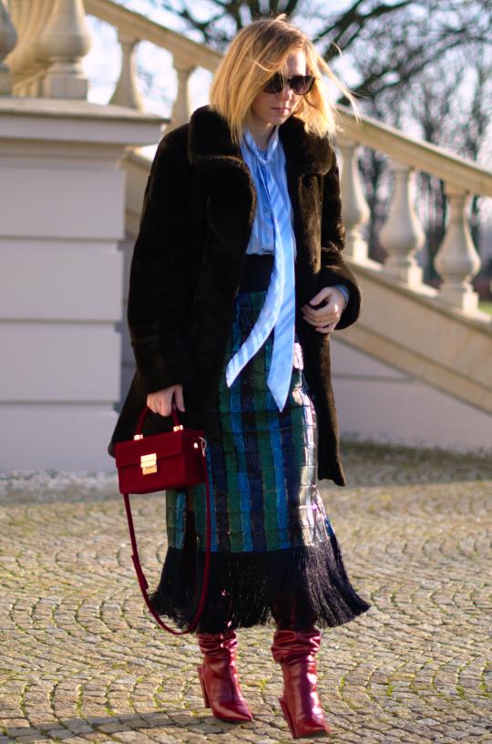 faux fur ; fake fur; red boots zara; skirt zara sequins; sztuczne futerko