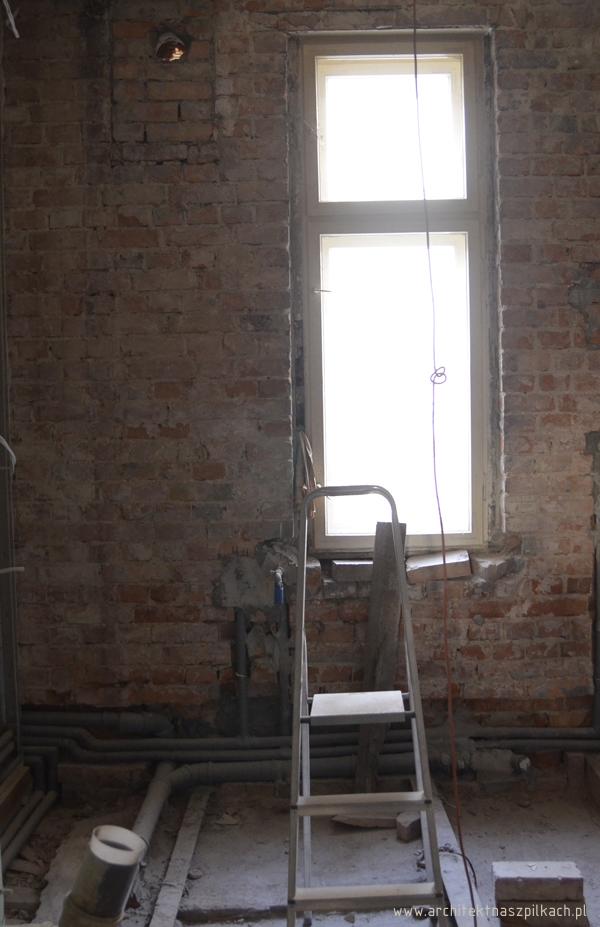 łazienka w trakcie remontu mieszkania w kamienicy