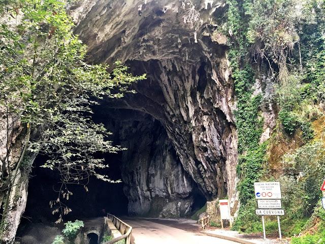 La Cuevona de Cuevas de Agua, Ribadesella