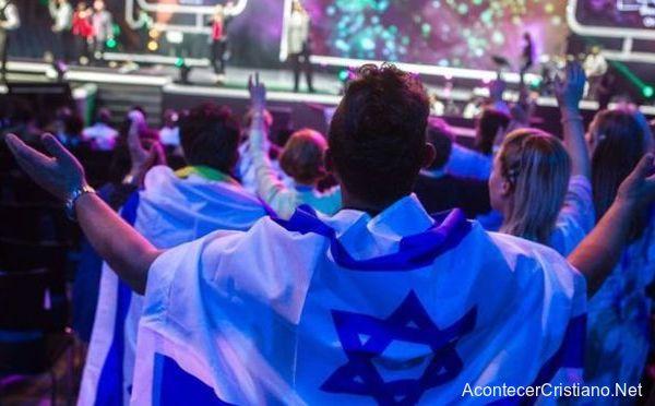 Cristianos evangélicos orando por Israel