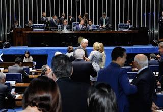 ABSURDO - Senado aprova proibição de algemar presidiárias no parto e segue para sanção presidencial